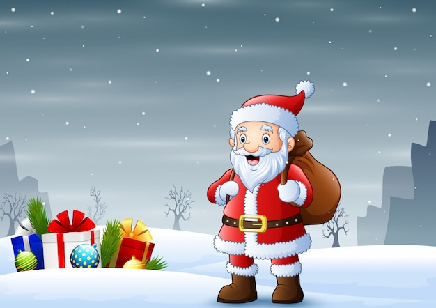 Дед мороз стоит на снегу с мешком подарков