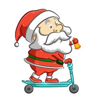 Санта-клаус стоит на синем скутере и держит желтый колокольчик