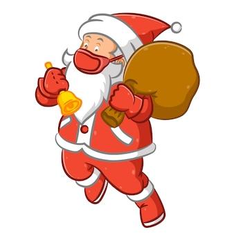 빨간 마스크를 사용하고 노란색 벨을 들고 산타 클로스