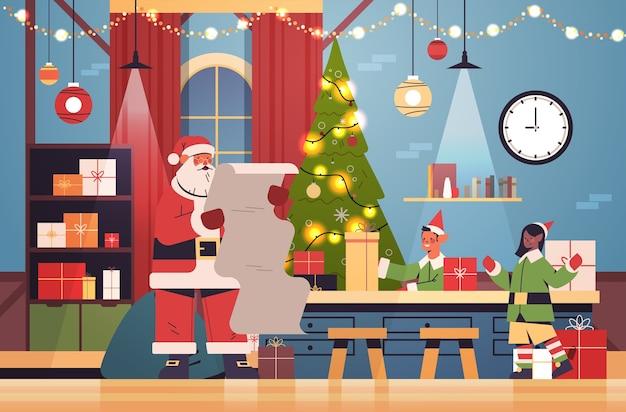 機械ラインコンベヤーに贈り物を置くエルフとサンタクロース新年あけましておめでとうございますクリスマス休暇お祝いコンセプトモダンなワークショップインテリア水平ベクトル図