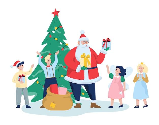 子供のためのギフトとサンタクロース。カーニバルの衣装を着た子供たちのためのお祝いパーティー。大きなクリスマスツリー、家族のお祝い。