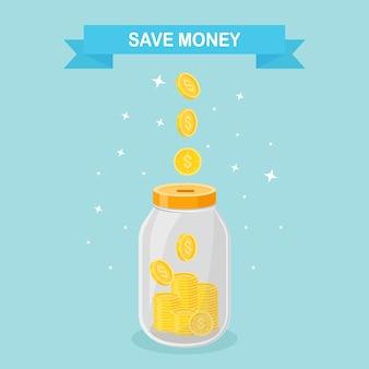 유리 병에 돈을 절약하십시오. 돈 상자에서 성장하는 금화. 저축 예금. 은퇴에 대한 투자. 부, 소득 개념. 병에 떨어지는 현금