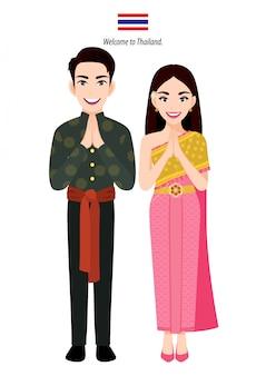 Тайский мужчина и женщина в традиционном костюме, тайские люди приветствуют «sawasdee» и тайский флаг на белом фоне мультипликационный персонаж