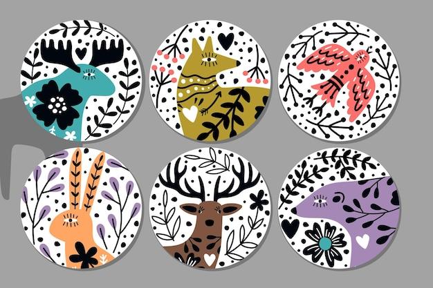 스칸디나비아 동물 스티커. 곰과 사슴, 토끼, 여우, 귀여운 북유럽 생물의 벡터 삽화가 있는 손으로 그린 원형 화려한 이미지