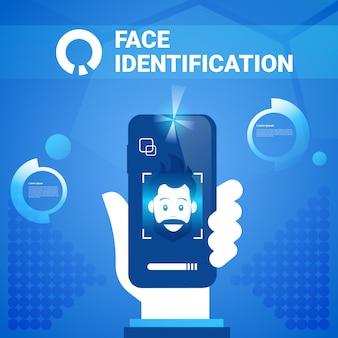 ハンドヘルドスマートフォンの顔識別技術scannig manアクセス制御システム生体認証の概念