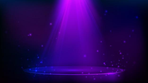 Сцена освещена фиолетовым светом