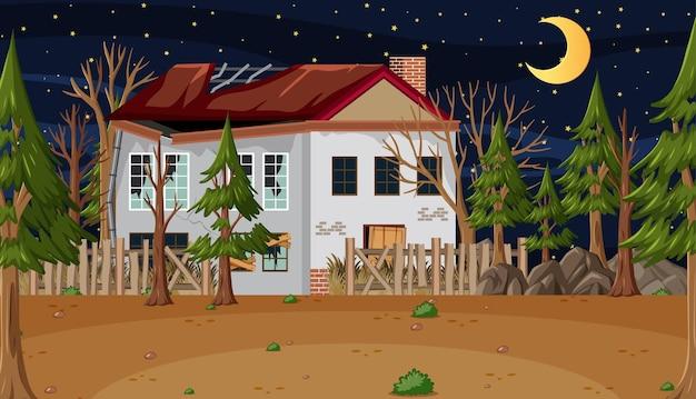 Сцена с заброшенным домом в темном лесу