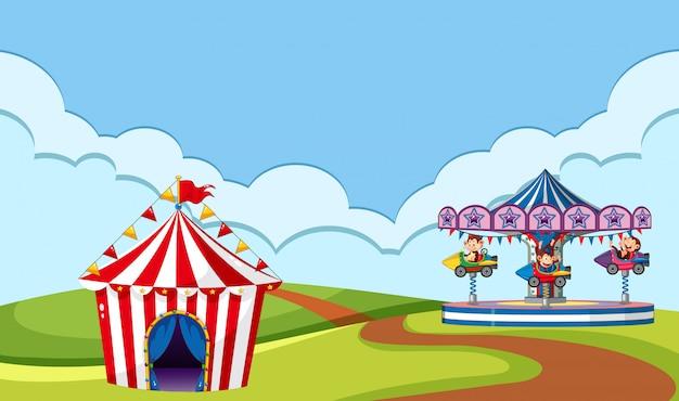 Сцена с цирковой прогулкой в парке