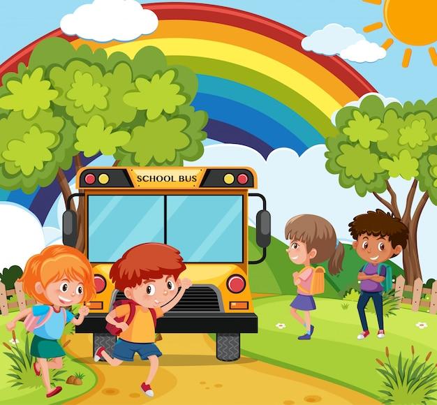 Сцена с детьми, езда школьный автобус в парке