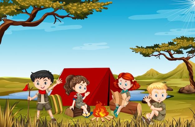 공원에서 많은 아이들과 함께하는 장면