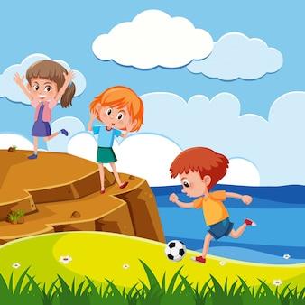 많은 아이들이 공원에서 놀고있는 장면