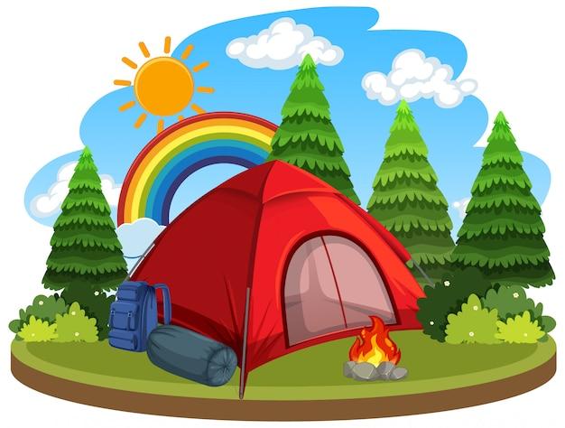 Сцена с красной палаткой и костром в лесу