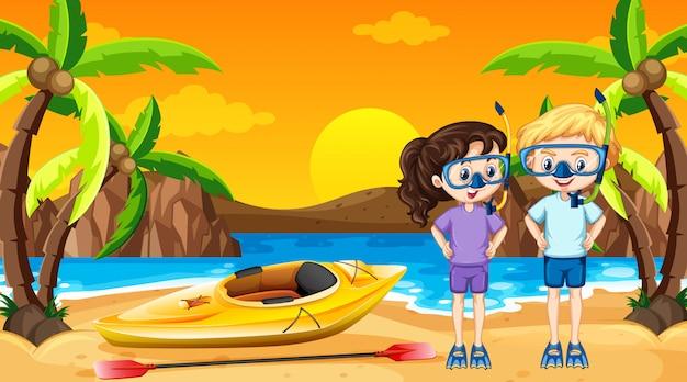 2人の子供とビーチでのカヌーのシーン
