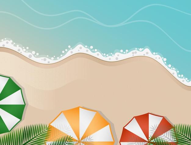 Пейзаж на пляже с разноцветными зонтиками под листьями кокосовых пальм