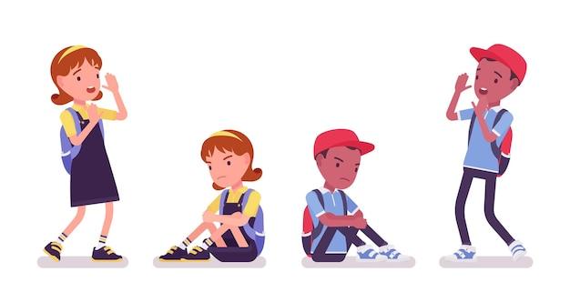 カジュアルな服装の学校の男の子と女の子は怖くて悲しいです。リュックサックを持ったかわいい小さな子供たち、アクティブな幼い子供たち、7歳から9歳までの賢い小学生。ベクトルフラットスタイルの漫画イラスト