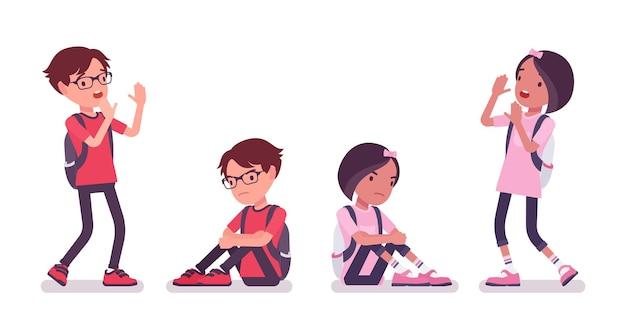 学校の男の子、カジュアルな服装の女の子は悲しくて怖いです