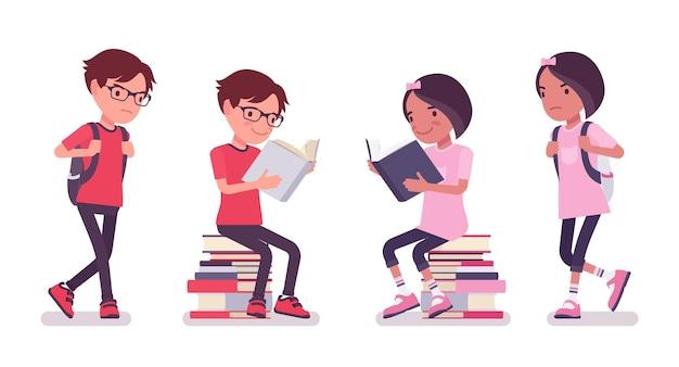学校の男の子、本の山に座っている女の子、読んで