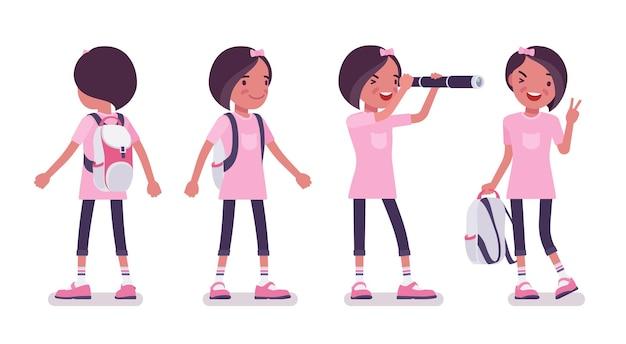 평상복 서 있는 여고생. 배낭이 달린 분홍색 티셔츠를 입은 귀여운 작은 아가씨, 활동적인 어린 아이, 7세에서 9세 사이의 똑똑한 초등학생. 벡터 평면 스타일 만화 일러스트 레이 션