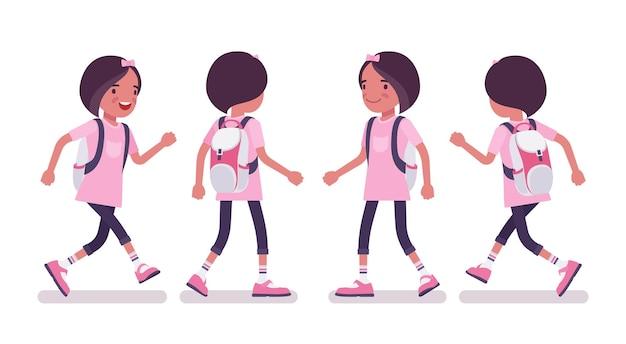 걷기, 달리기 캐주얼 복장을 한 여학생입니다. 배낭을 메고 분홍색 티셔츠를 입은 귀여운 작은 아가씨, 활동적인 어린 아이, 7, 9세 사이의 똑똑한 초등학교 학생. 벡터 평면 스타일 만화 일러스트 레이 션
