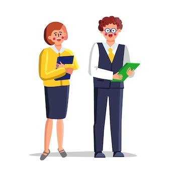 Школьные учителя мужчина и женщина с журналом