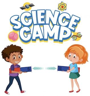 Логотип научного лагеря и двое детей держат магнит изолированно