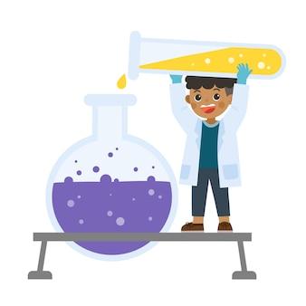 Научный ребенок, работающий с научными инструментами в лаборатории