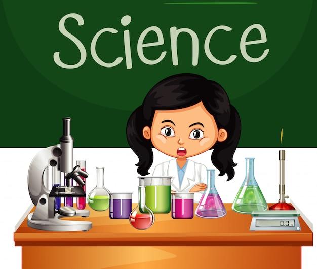 Ученый работает в лаборатории