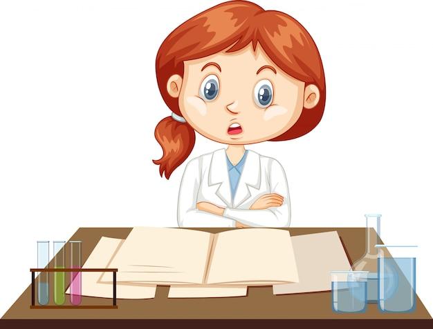 Ученый работает на столе