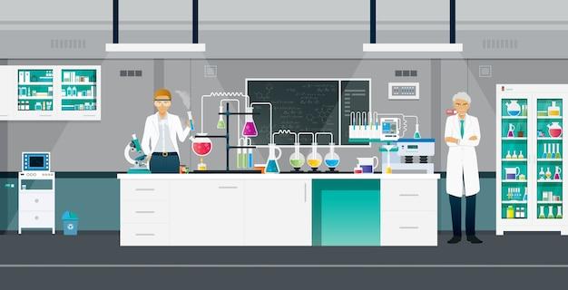 Ученые проводят химические эксперименты в лаборатории