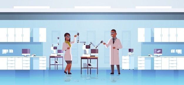 産業用ロボットアームの近くの科学者のカップル