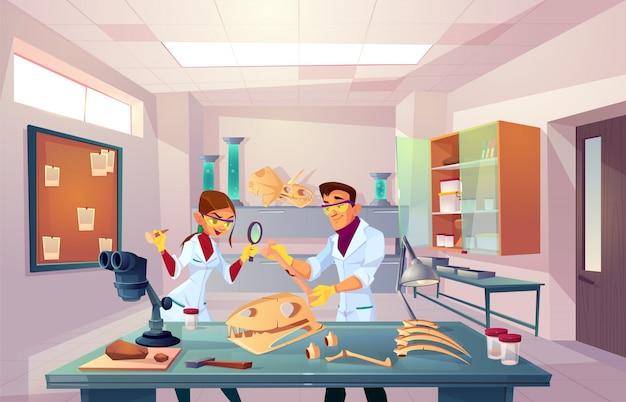 Команда ученых работает в палеонтологии, генетической лаборатории, молодые палеонтологи осматривают окаменелые кости