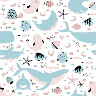 海の動物や魚。