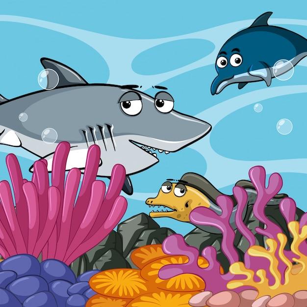 Морские животные, плавающие под океаном