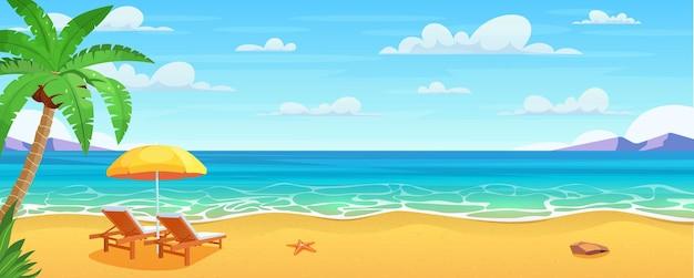 Морской пляж и шезлонги.