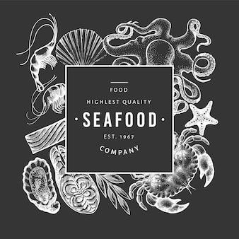 シーフードと魚のテンプレートです。チョークボードに描かれたイラストを手します。レトロな食べ物。
