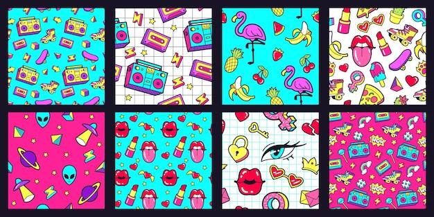 Бесшовный образец 90-х годов. модные узоры в стиле ретро 80-х с забавными наклейками в стиле каракули. губы, музыкальная лента и набор векторных иллюстраций розового фламинго. арбуз и банан, вишня и ананас