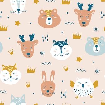 귀여운 동물들과 함께 완벽 한 유치 한 패턴입니다.