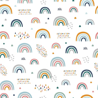 手描きの虹とシームレスな幼稚なパターン。