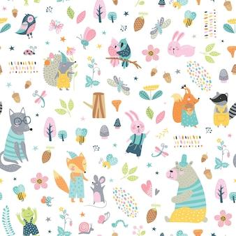 숲 동물들과 함께 완벽 한 유치 한 패턴입니다. 귀여운 늑대, 곰, 너구리, 여우, 토끼, 다람쥐 옷, 재미있는 캐릭터.