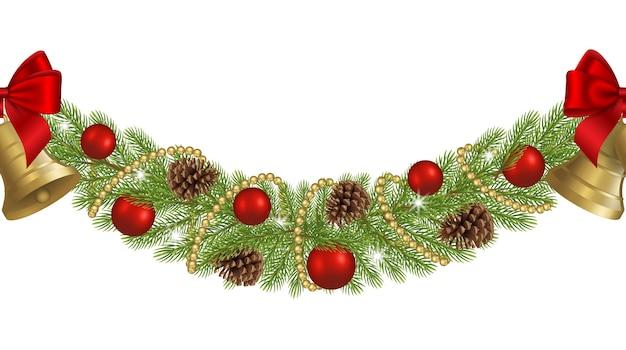 Бесшовная рождественская гирлянда с сосновыми ветками, сосновыми шишками, красными шарами и золотыми колокольчиками