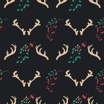 Бесшовный рождественский узор с рогами оленей и омелой