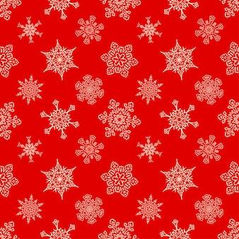 Бесшовный рождественский красный узор с нарисованными снежинками