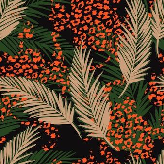ヤシの葉とアニマル柄のシームレスなエキゾチックなパターン。手描きイラスト