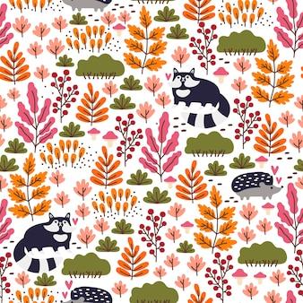 かわいいアライグマ、ハリネズミ、キノコ、果実、紅葉とのシームレスな森のパターン。秋の壁紙。