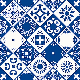 シームレスなパターン。プエブラの伝統的なマジョリカスタイルの花、葉、鳥の装飾が施されたセラミックタイル。クラシックなブルーとホワイトのメキシコの花柄モザイク。民芸デザイン。