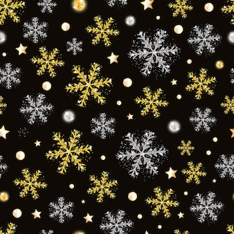 金と銀の雪片とのシームレスなパターンのクリスマスと新年