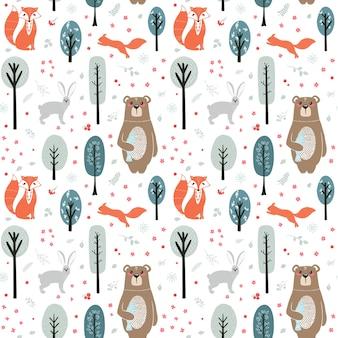 シームレスパターン。森、木、植物の背景にかわいい動物。クマ、フォックス、リス、ウサギ。森の動物。スカンジナビア風のイラスト