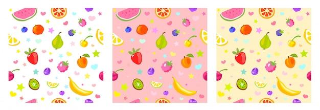 シームレスパターンかわいい果物、星、心。子供スタイル、イチゴ、ラズベリー、スイカ、レモンホワイト、パステルイエロー、ピンクの背景。シンプルなクリップアートの要素。図