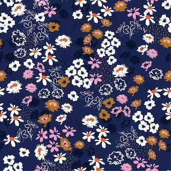 カラフルな小さなかわいい花のシームレスパターン。リバティスタイル咲く草原花柄