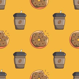 Бесшовные модели кофейного бумажного стаканчика и десерта в стиле каракули